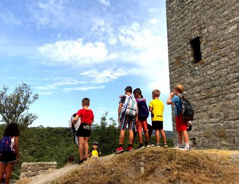 Photographie d'un groupe d'enfants en sortie pour illustrer le BAFA